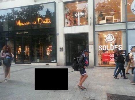 Imagine de senzaţie surprinsă pe cel mai faimos bulevard din Paris. Ce plimbă în lesă acest bărbat