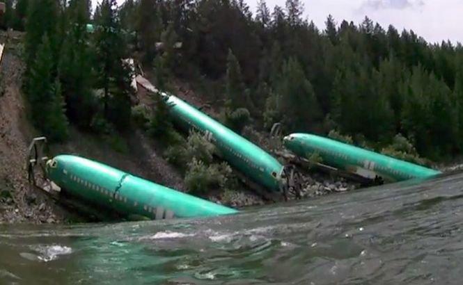 """Trei fuselaje nou-nouţe de Boeing au """"aterizat"""" pe marginea unui râu din Montana (VIDEO)"""