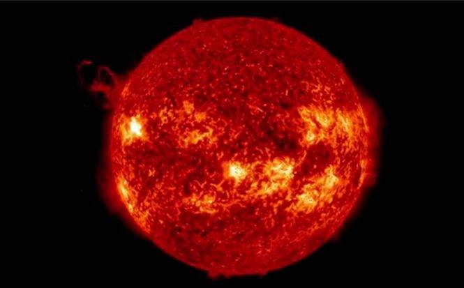 Imagini de la cea mai recentă erupţie solară, difuzate de NASA