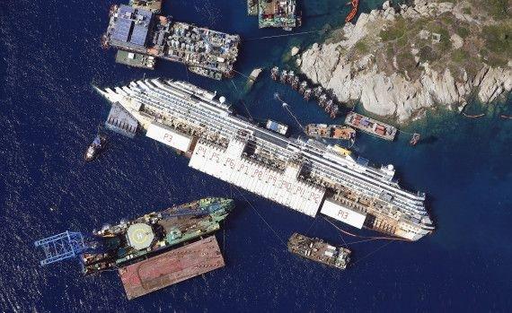 Pachebotul Costa Concordia, la un pas de a fi, din nou, pe linia de plutire