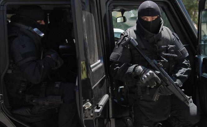 Cel mai căutat terorist grec a fost împuşcat şi reţinut pe străzile din Atena. Doi turişti au fost răniţi în schimbul de focuri