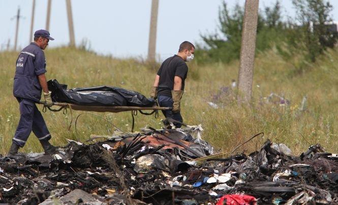 Anchetatorii olandezi au examinat cadavre ale victimelor zborului MH17 în gara de la Torez