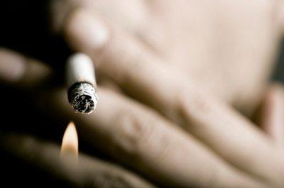 Văduva unui fumător înrăit, despăgubită cu suma de 23 de MILIARDE de dolari de un mare producător de ţigări. Iată decizia judecătorilor
