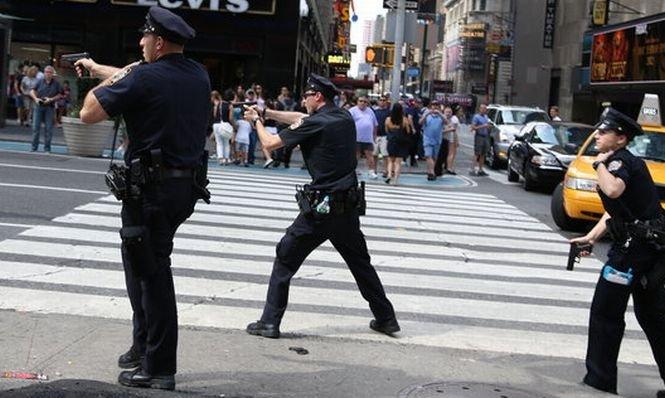 Incident armat în New York. Trei poliţişti au fost răniţi