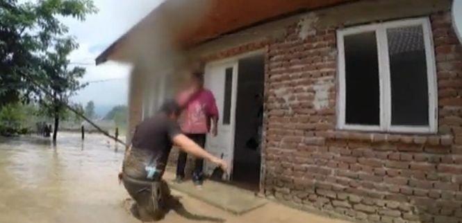 Imagini impresionante. Acţiuni dramatice de salvare în Gorj