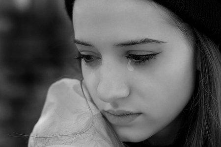 """De ce este sănătos să plângi. """"Lacrimile reduc stresul"""""""