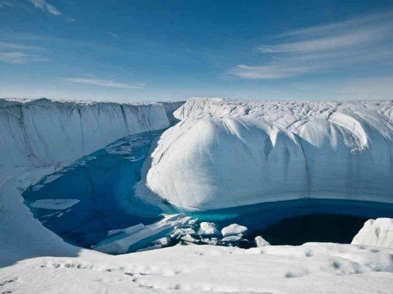 Se întâmplă lucruri NEOBIŞNUITE în Antarctica. Tuneluri cât Turnul Eiffel, ascunse sub gheaţă