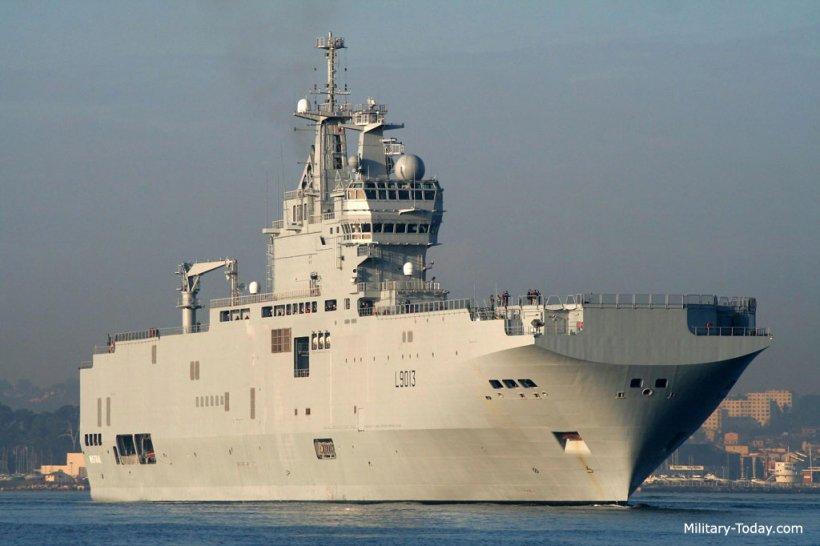 Franţa suspendă livrarea primei nave de război Mistral către Rusia