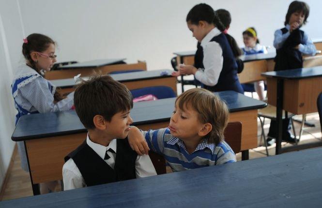 Începe noul an şcolar. Regulament de conduită pentru elevi, părinţi şi profesori. Elevii claselor I şi a II-a nu primesc manuale noi