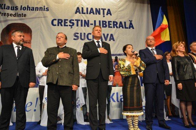 Klaus Iohannis, făcut din nou de ruşine de liderii ACL. Ludovic Orban a cântat muzică populară, iar Flutur s-a îmbrăcat în pădurar bavarez