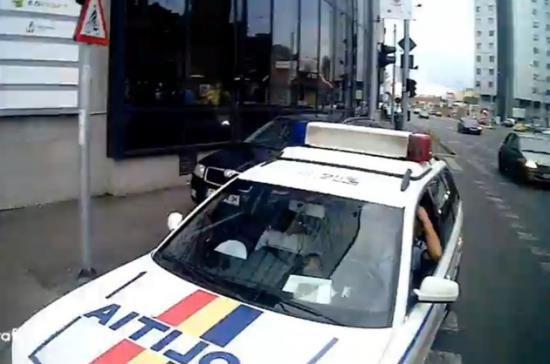 Un bărbat a fost înjunghiat de un şofer cu care s-a şicanat în trafic
