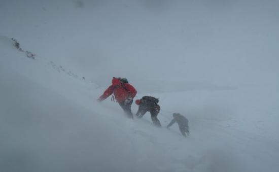 Cel puţin 24 de oameni au murit în urma viscolului din Himalaya