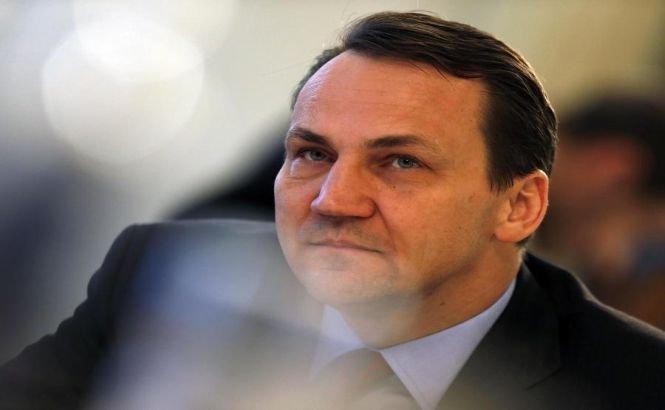 """Sikorski spune că """"s-a tradus greşit"""" atunci când a vorbit de împărţirea Ucrainei cu Rusia"""