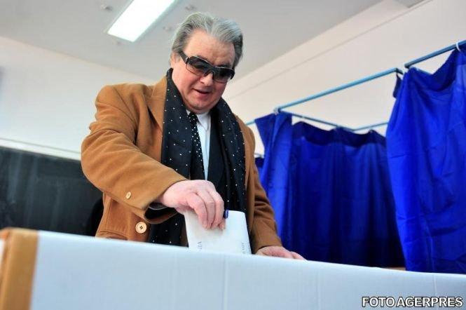 Vadim Tudor: Am convingerea că alegerile sunt complet inutile. Există mai multe grupări interlope care fură alegerile