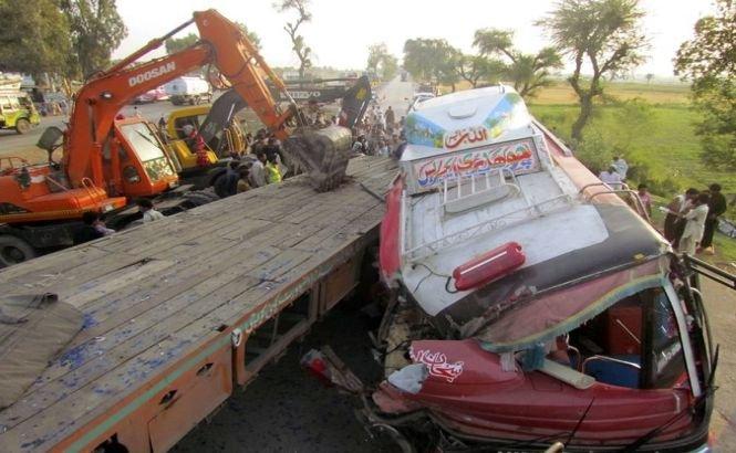 Pakistan. 56 de persoane au murit într-un grav accident de circulaţie