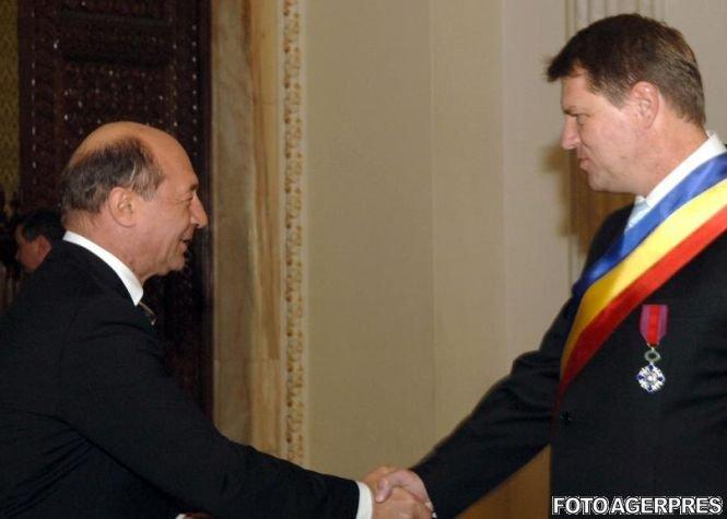 Băsescu îl felicită pe Iohannis şi îi urează succes în exercitarea mandatului