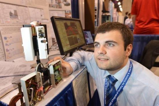 Ionuţ Budişteanu a obţinut CINCI premii şi DOUĂ medalii la Salonul de Invenţii de la Bruxelles