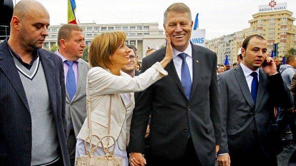"""Cum o descrie Euronews pe Prima Doamnă a României: """"Nu se plasează în centrul atenţiei"""""""