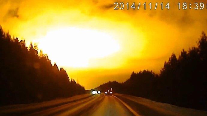 OZN sau meteorit GIGANT? Cerul întunecat al Rusiei a fost luminat de o minge de foc. Specialiştii şi oficialii nu au nicio explicaţie (VIDEO)