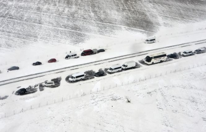 ANM a emis o avertizare de ninsori, vânt şi polei. Va ninge şi în Bucureşti