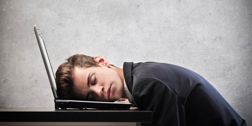 STUDIU: Nu dormim destul şi este o problemă