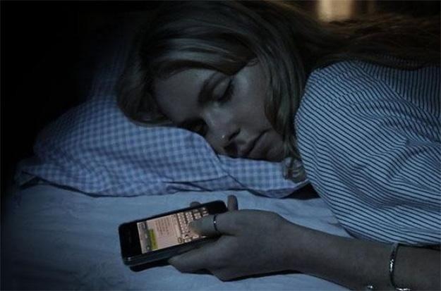 Aplicaţia care permite STRĂINILOR să TE TREZEASCĂ de dimineaţă, în loc de alarmă