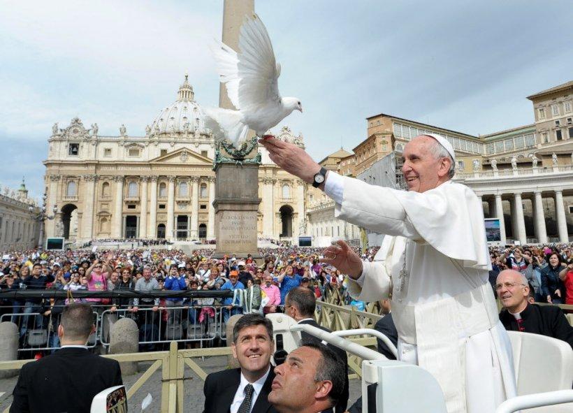 Vaticanul, din nou polul reconcilierii după împăcarea americano-cubaneză. Papa Francisc, omul păcii
