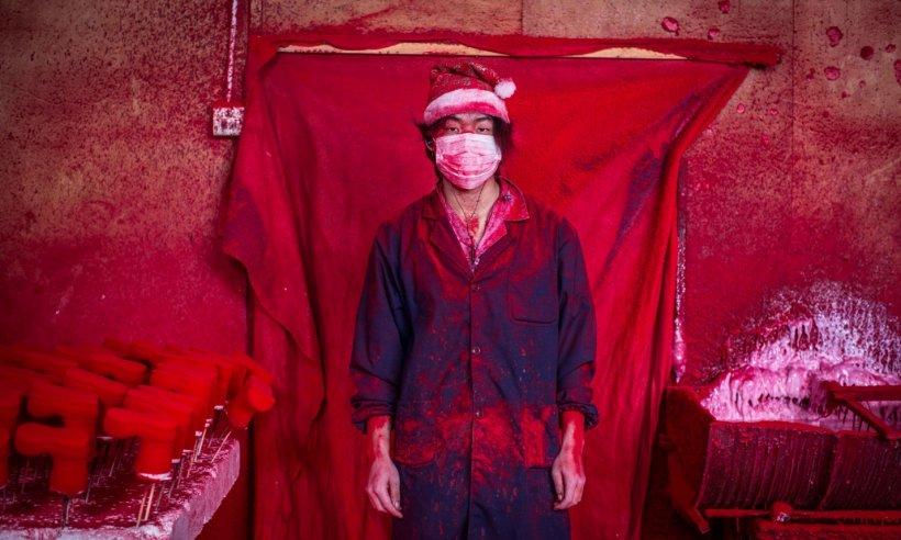 """Aşa arată în realitate """"Atelierul lui Moş Crăciun"""". Orăşelul din China care produce decoraţiuni de Crăciun pentru întreaga lume"""