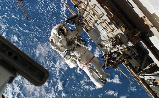 Iar a uitat MOŞUL de astronauţii de pe Staţia Spaţială Internaţională?
