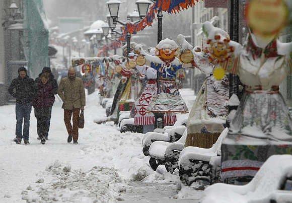 """""""50 de kilometri se fac în ZECE ORE. Am a fost loviţi din plin de URGIA iernii"""". Furtuna de zăpadă care a acoperit tot"""