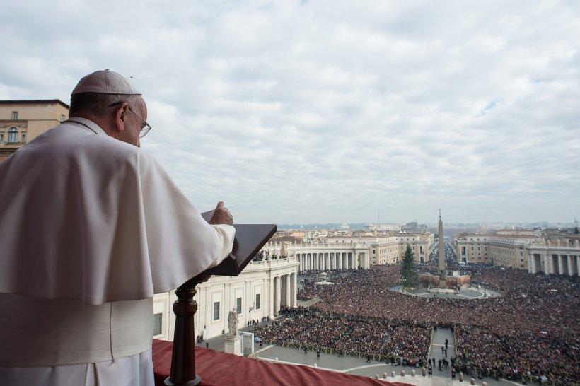 Ebola şi situaţia din Ucraina, printre temele atinse de Papa Francisc, în mesajul de Crăciun