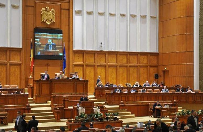 Parlamentarii ar putea fi chemaţi MAI REPEDE din vacanţă