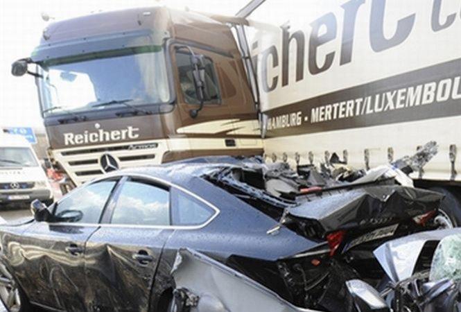 Patru morţi şi 40 de răniţi, în urma unui grav accident de circulaţie produs în Germania