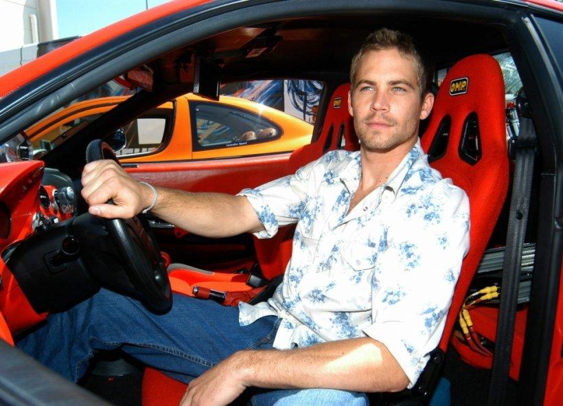 Tatăl lui Paul Walker cere 2 milioane de dolari de la familia şoferului maşinii în care a murit actorul