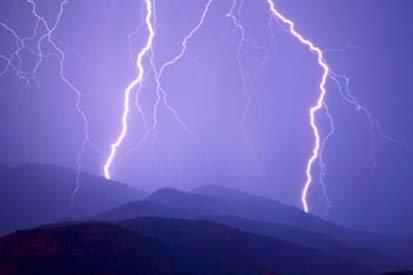 Ninsori însoţite de fulgere, semnalate în Marea Britanie