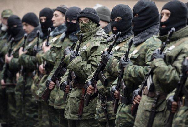 Ucraina se pregăteşte de război. Tinerii care pot fi înrolaţi în Armată NU au voie să plece din ţară