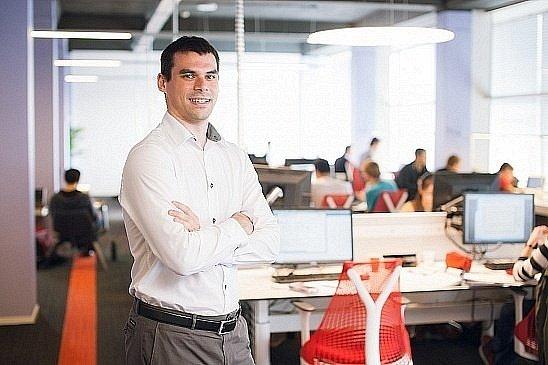 Un tânăr român de 34 de ani, doctor în Informatică, ales profesorul anului în Olanda. Cum i-a cucerit pe elevi