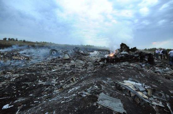 Zborul MH17: O echipă de militari olandezi se află în Ucraina pentru recuperarea unor noi fragmente umane