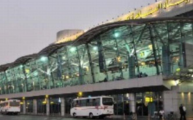 Două bombe descoperite în aeroportul din Cairo. Poliţia a sporit măsurile de securitate