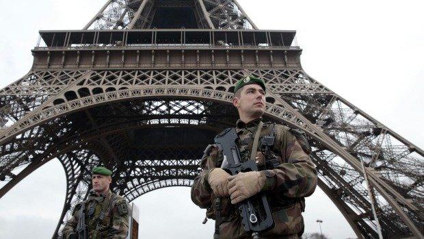 Opt islamişti suspectaţi de terorist au fost reţinuţi în Franţa