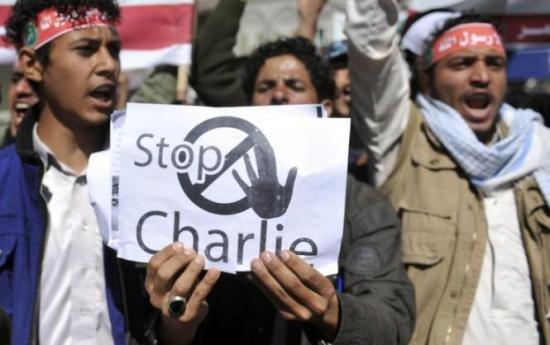 Un fost ministru pakistanez promite 200.000 de dolari pentru asasinarea proprietarului revistei Charlie Hebdo