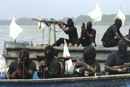 Petrolier atacat de piraţi în largul Nigeriei. Un ofiţer de marină a murit, iar alţi trei au fost luaţi ostatici