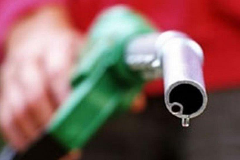 Preţul petrolului a scăzut cu 5% după date privind creşterea stocurilor în SUA