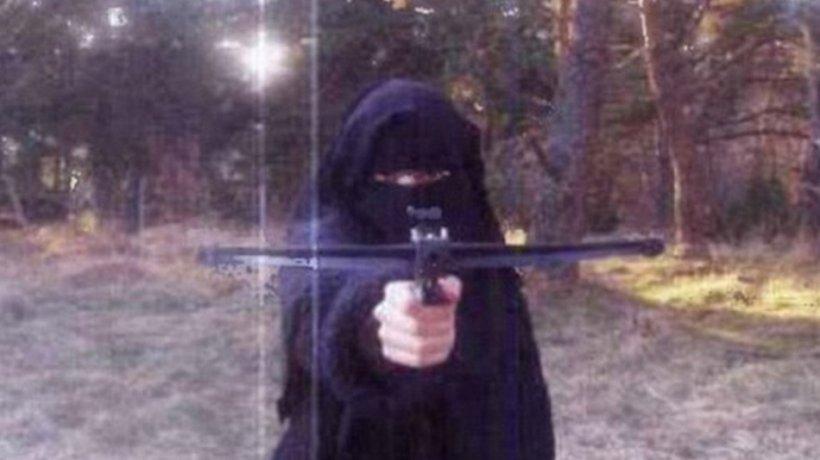Cine este FEMEIA care apare în ultima filmare a teroriştilor SI. Autorităţile franceze i-au dezvăluit identitatea