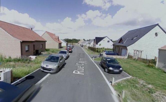 Primăria unui oraş francez a construit un zid în mijlocul străzii pentru a descuraja furtul din locuinţe