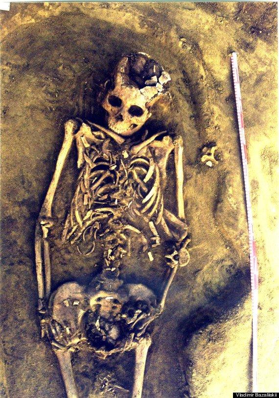 Un mormânt vechi de peste 7000 de ani, dovezi ale celui mai vechi caz descoperit de moarte la naştere