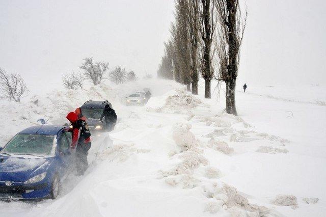 COD GALBEN de ninsori şi vânt în Bucureşti şi 24 de judeţe