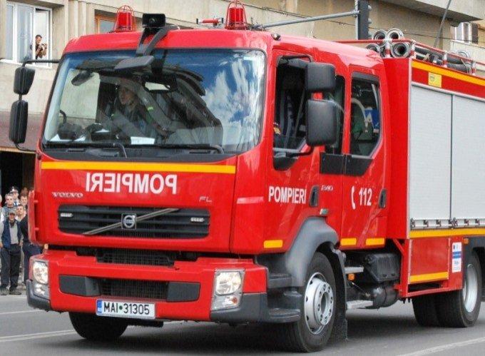 Un camion a fost cuprins de flăcări pe autostrada Orăştie – Deva