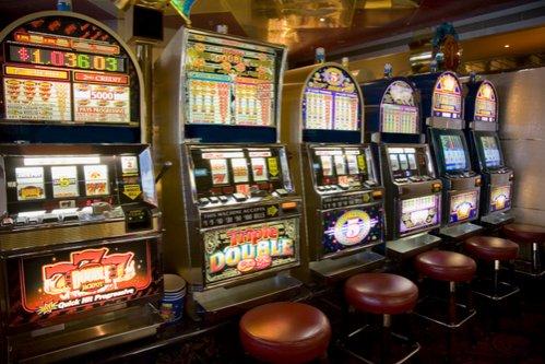 """Gata cu """"păcănelele""""! Jocurile tip slot-machine vor funcţiona legal doar în cazinouri şi agenţii ale Loteriei Române"""
