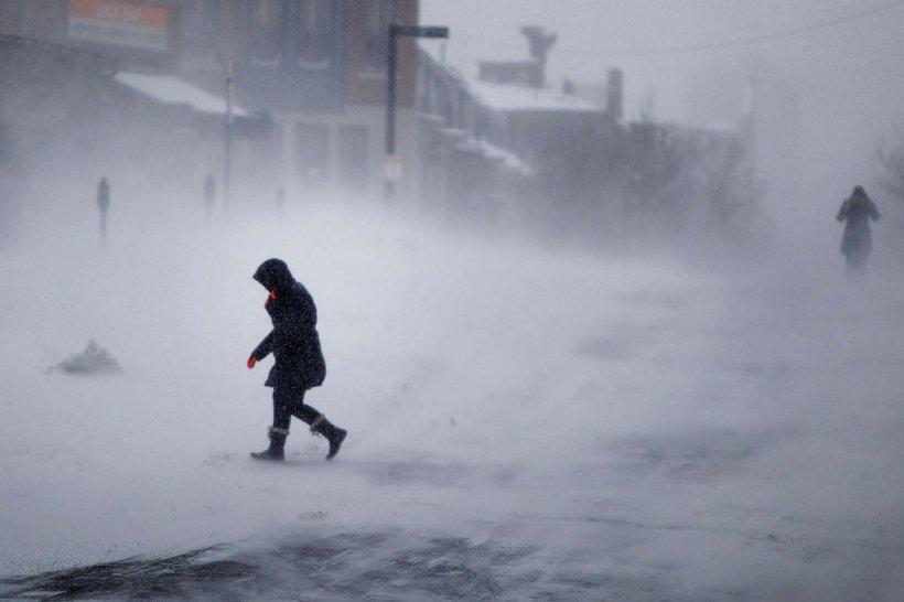 """Meteorologii au anunţat că situaţia este fără precedent: """"Zăpada va atinge şi doi metri în oraş"""""""